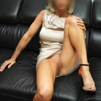 Cougar de 54 ans cherche jeune black pour plan sex à Nice